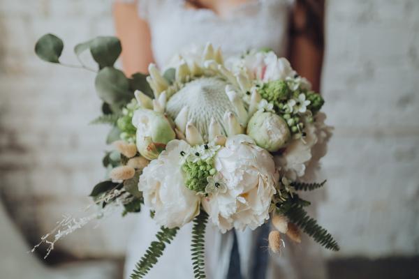 big bloomed wedding flowers