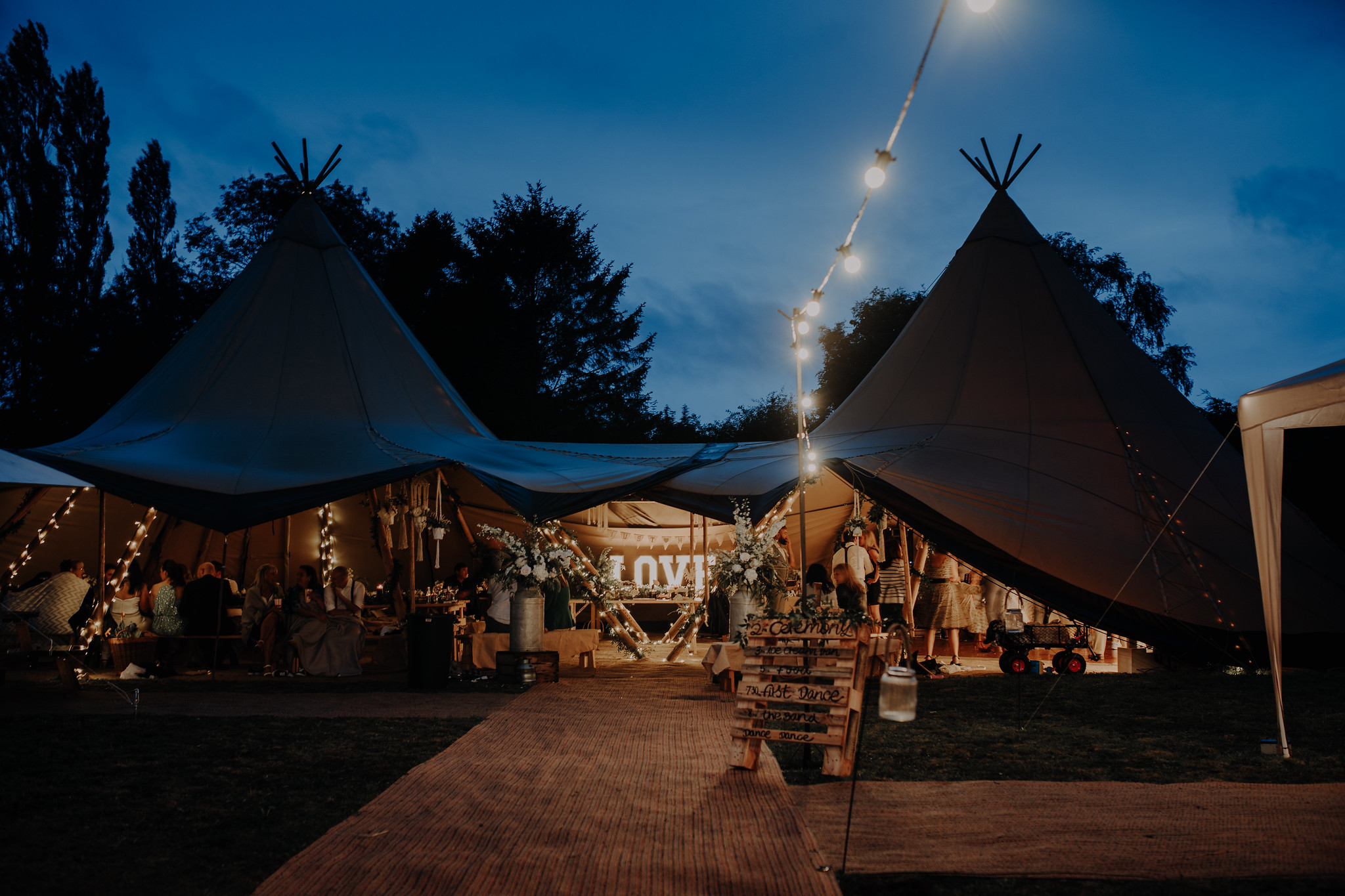 Tipi Unique wedding set up